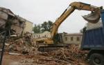 Москва и кирпичи. Столичные власти утверждают: снесенные строения угрожали жизни людей
