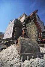 Театр начинается с подвала. Мэр критикует строителей Большого, эксперты - методы мэра