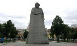 Театральную площадь хотят оставить без Карла Маркса