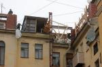 На крыше прорубить окно. По чердакам петербургских домов гуляет призрак. Не коммунизма, а дикого капитализма