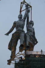 """Снова на высоте. Закончена реставрация знаменитой скульптурной композиции """"Рабочий и колхозница"""""""