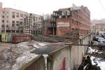 Парадные руины. Недостроенное здание рядом с Академией связи грозит рухнуть на головы местных жителей