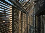 Бюро Karawitz Architecture построило энергоэффективный дом: деревенский сарай с солнечными батареями и жалюзи из бамбука