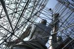 Рабочего и колхозницу залакируют. Знаменитая скульптура Веры Мухиной снова в лесах