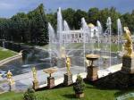 Из фонтанов Петергофа потекло молоко