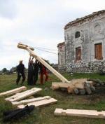 Поклонный крест у разрушенной церкви Николая Чудотворца