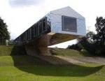 Живая архитектура – это дом отдыха в свисающем сарае