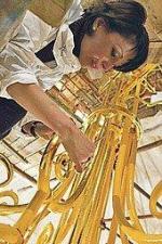 Большой покрывается золотом. Продолжаются работы по золочению декора в зрительном зале театра