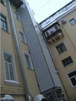 На памятнике XVIII века монтируют современные навесные лифты для «второго лица «Единой России»