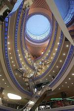 По метру на человека. В центре Москвы больше торговых площадей, чем в Лондоне и Милане