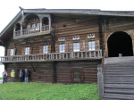 Чьи наряднее проспекты, чьи дома. Корреспонденты «НВ» сравнили крестьянские избы, традиционные для разных уголков Севера России