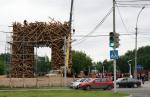 Открылись 12-метровые триумфальные Пермские ворота из еловых бревен