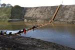 Голландцы построили деревянный мост ниже воды