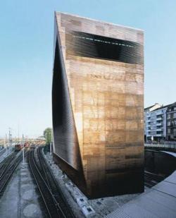 Архитектура должна пылать! Беседа с Аароном Бецки