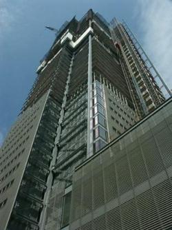 Подымается башня штаб-квартиры газеты «Нью-Йорк Таймс», арх Р. Пиано