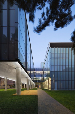 Корпус факультета физики Брокман-холл университета Райса