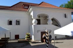 Двор Подзноева в Пскове. Приспособились