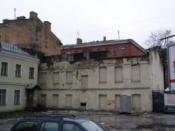 Петербург превращается в руины