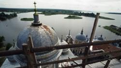 «Наши» покусились на церковные земли