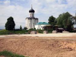 Церковь Покрова на Нерли: как дорога к храму стала линией разлома
