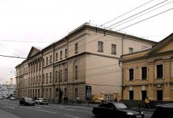 Тратя миллионы «на газоны», власти «не замечают» разрушения памятника архитектуры в центре Кишинева