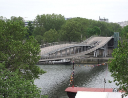 Мост Симоны де Бовуар