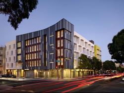 Жилой комплекс Richardson Apartments в Сан-Франциско. 2011 © Bruce Damonte