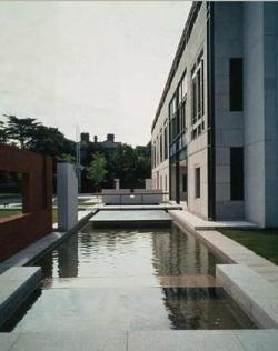 Посольство Великобритании в Дублине (1995)