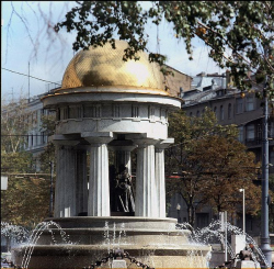 Ротонда «Пушкин и Натали» на площади Никитских ворот