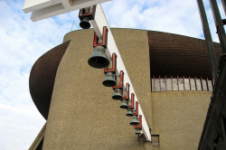 Массовый приход: Куба Снопек о типовых храмах в Москве и польском опыте
