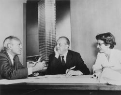 Слева направо: Ф. Джонсон, Мис ван дер Роэ и Ф. Ламберт
