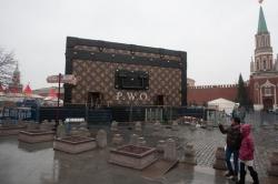 Кто красит стены древнего Кремля