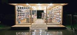 Летний магазин «Garage Art Book Shop» в Парке Горького, 2012 г.
