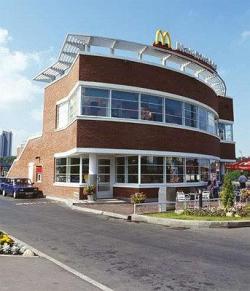 Ресторан McDonalds на улице Обручева