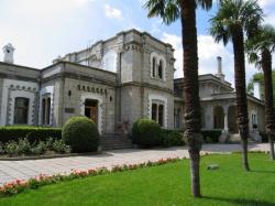 «Дворец Сталина», «Дача Горбачева» и «Артек»: кому достанутся самые ценные объекты в Крыму