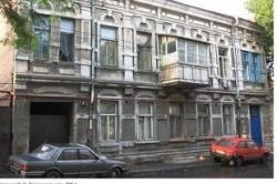 Сердце под ударом. В центре Ростова-на-Дону замазывают редкую кирпичную кладку