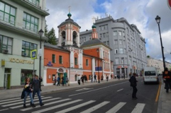 Москвичи «обживают» обновленные улицы