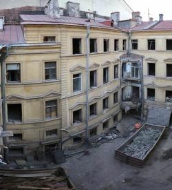 Суд запретил владельцу здания на Миллионной продолжать реконструкцию