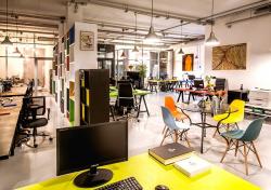 Кресло с капюшоном: 5 примеров обустройства маленьких офисов