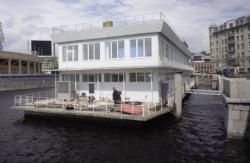 Почему власти Петербурга проигрывают войну с плавучими ресторанами
