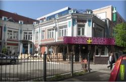 Культура по-пермски. Памятник истории используется под ночной клуб и обрастает верандой