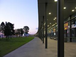 SXF – Площадь перед аэропортом Шёнефельд