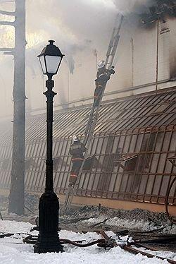 """Оранжерея сгорела, не успев открыться. Музей-заповедник """"Царицыно"""" понес первые потери"""