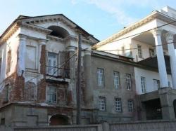 Дом был бел… В Кыштыме не могут реконструировать здание, являющееся символом округа