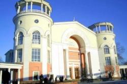 Уже в ноябре из здания кинотеатра «Симферополь» выселят вещевую ярмарку и начнут ремонт в помещениях