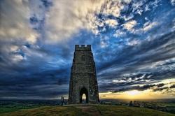 Могила короля Артура оказалась средневековым туристическим объектом