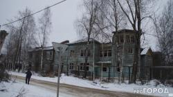 Кровля деревянной школы в Сыктывкаре на улице Савина обвалилась из-за мародеров