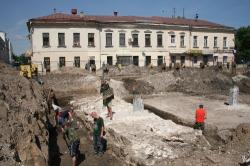 Фрагмент стены на Хохловской площади: музеефицировать или закопать?