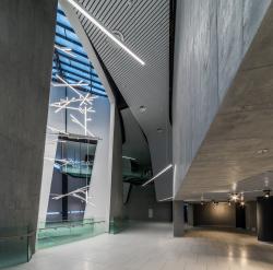 Интерьеры вестибюля и музея спортивного комплекса хоккейного клуба СКА