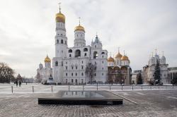 Новое Средневековье: что можно разглядеть сквозь музейные окна в Кремле